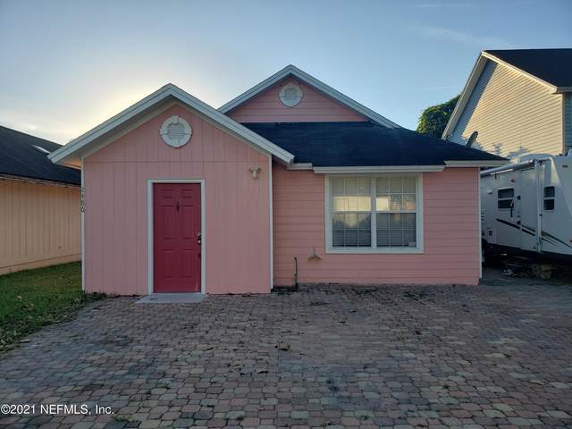 2486 Townsquare Dr, Jacksonville, FL 32216 (MLS #1137228) :: Berkshire Hathaway HomeServices Chaplin Williams Realty