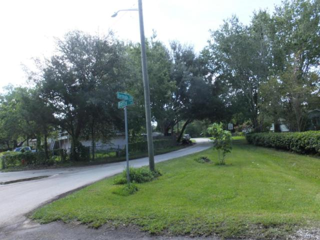 13656 Betty Dr, Jacksonville, FL 32224 (MLS #889710) :: EXIT Real Estate Gallery
