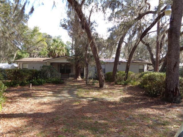 389 Sleepy Hollow Dr, Interlachen, FL 32148 (MLS #917703) :: EXIT Real Estate Gallery