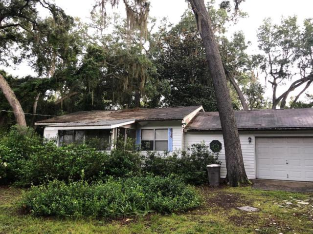 414 Holiday Dr, Interlachen, FL 32148 (MLS #946404) :: EXIT Real Estate Gallery