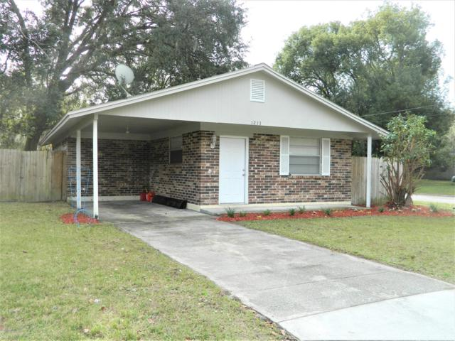 1213 Spruce St, GREEN COVE SPRINGS, FL 32043 (MLS #974384) :: CrossView Realty