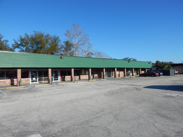 526 N Orange Ave, GREEN COVE SPRINGS, FL 32043 (MLS #976587) :: CrossView Realty