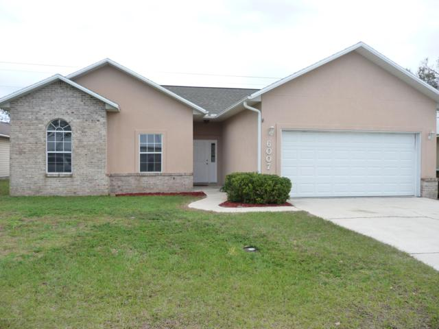 6007 E 1ST Manor, Palatka, FL 32177 (MLS #977490) :: The Hanley Home Team