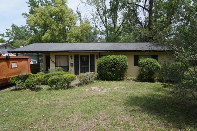 1209 Ribault River Dr, Jacksonville, FL 32208 (MLS #991928) :: Noah Bailey Real Estate Group
