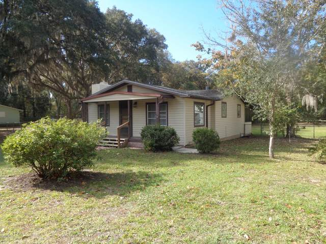 215 Oak Dr, Interlachen, FL 32148 (MLS #1028345) :: EXIT Real Estate Gallery