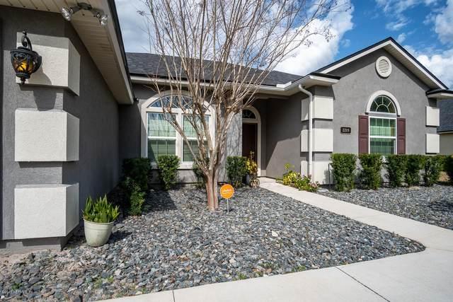 2215 Club Lake Dr, Orange Park, FL 32065 (MLS #1038231) :: Berkshire Hathaway HomeServices Chaplin Williams Realty