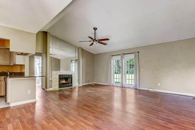 906 Aries Rd W, Jacksonville, FL 32216 (MLS #1050504) :: The Hanley Home Team
