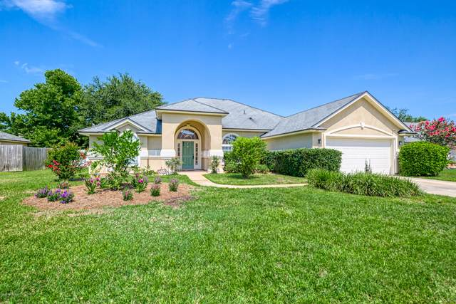 395 Martin Lakes Dr W, Jacksonville, FL 32220 (MLS #1061899) :: Memory Hopkins Real Estate
