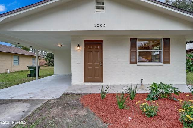 1205 Spruce St, GREEN COVE SPRINGS, FL 32043 (MLS #1090162) :: The Every Corner Team