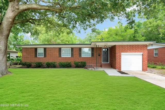 2326 Red Oak Dr, Jacksonville, FL 32211 (MLS #1113538) :: The Perfect Place Team