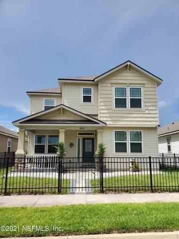449 Vineyard Ln, Orange Park, FL 32073 (MLS #1120030) :: The Volen Group, Keller Williams Luxury International