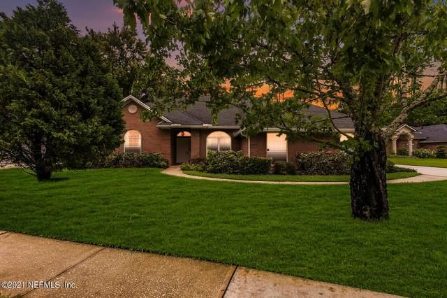 3847 Reedpond Dr N, Jacksonville, FL 32223 (MLS #1129392) :: The Volen Group, Keller Williams Luxury International