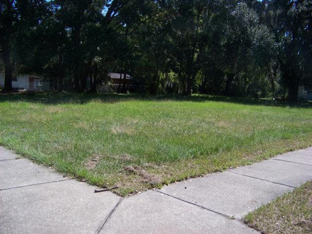 419 N 10TH St, Palatka, FL 32177 (MLS #938394) :: The Hanley Home Team