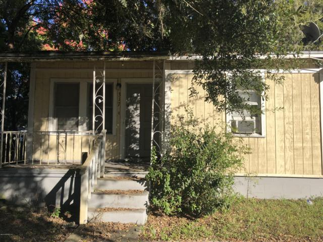 317 9TH St, Palatka, FL 32177 (MLS #965361) :: The Edge Group at Keller Williams