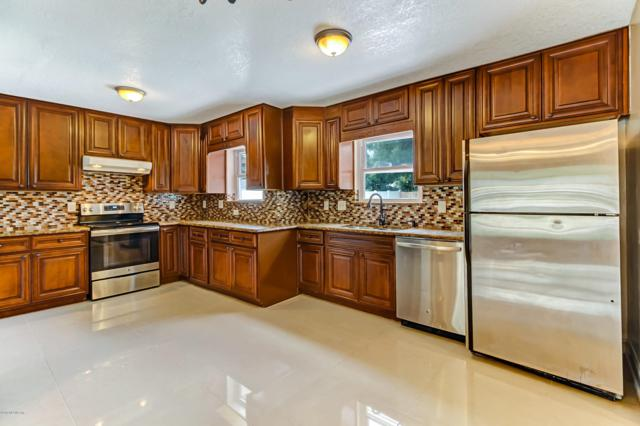 9021 Warwickshire Rd, Jacksonville, FL 32257 (MLS #941982) :: EXIT Real Estate Gallery