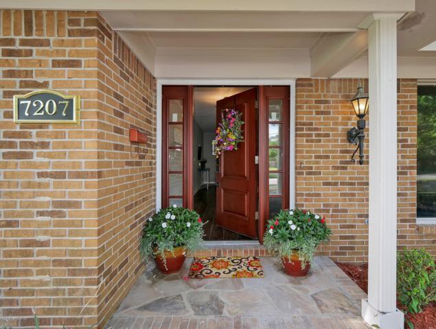 7207 Tonga Dr, Jacksonville, FL 32216 (MLS #990726) :: Memory Hopkins Real Estate