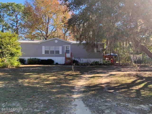 124 Walker St, Interlachen, FL 32148 (MLS #1031529) :: The Hanley Home Team