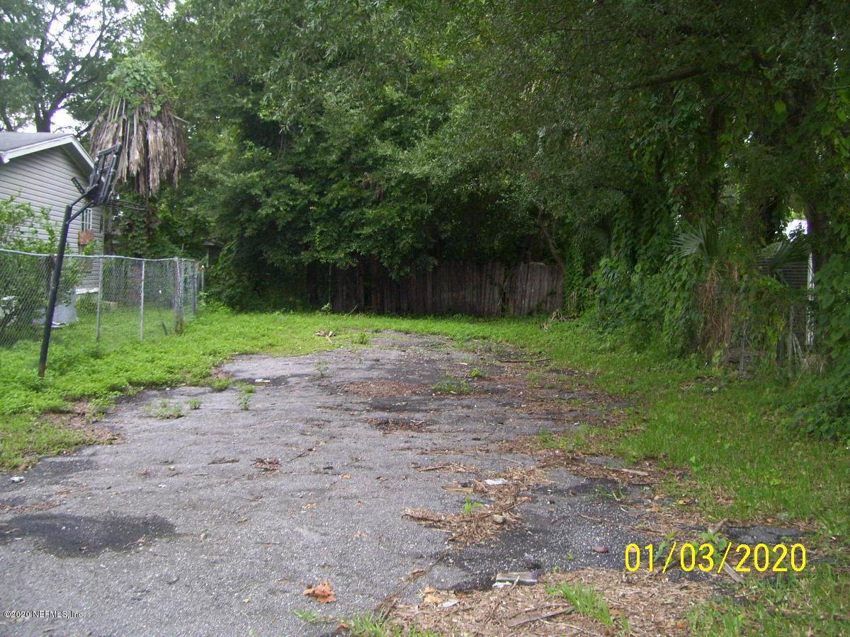 817 Carrie St - Photo 1