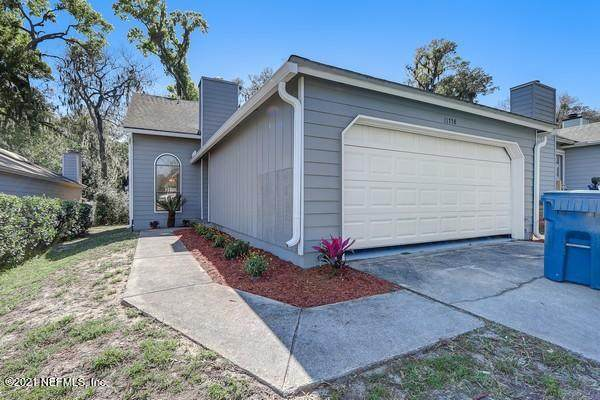 11758 Valley Garden Dr, Jacksonville, FL 32225 (MLS #1096972) :: The Newcomer Group