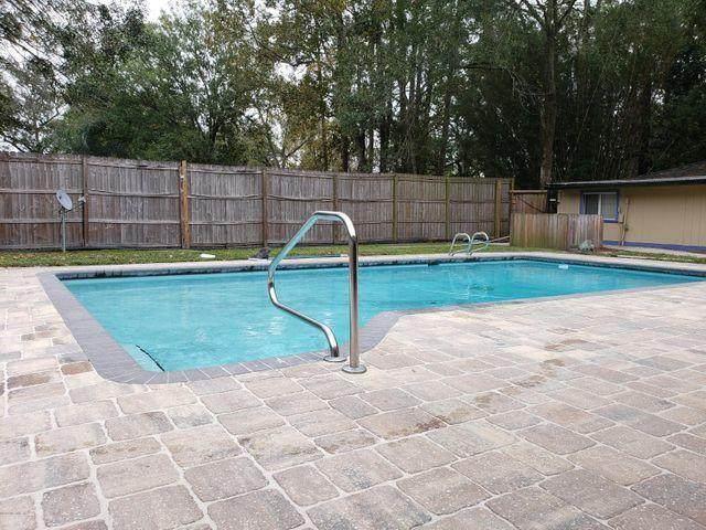 4261 Spring Park Rd, Jacksonville, FL 32207 (MLS #1108714) :: The DJ & Lindsey Team