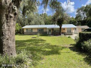 300 Holiday Dr, Interlachen, FL 32148 (MLS #1121046) :: Olde Florida Realty Group