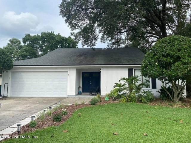 10955 Mandarin Station Dr E, Jacksonville, FL 32257 (MLS #1122461) :: The Volen Group, Keller Williams Luxury International