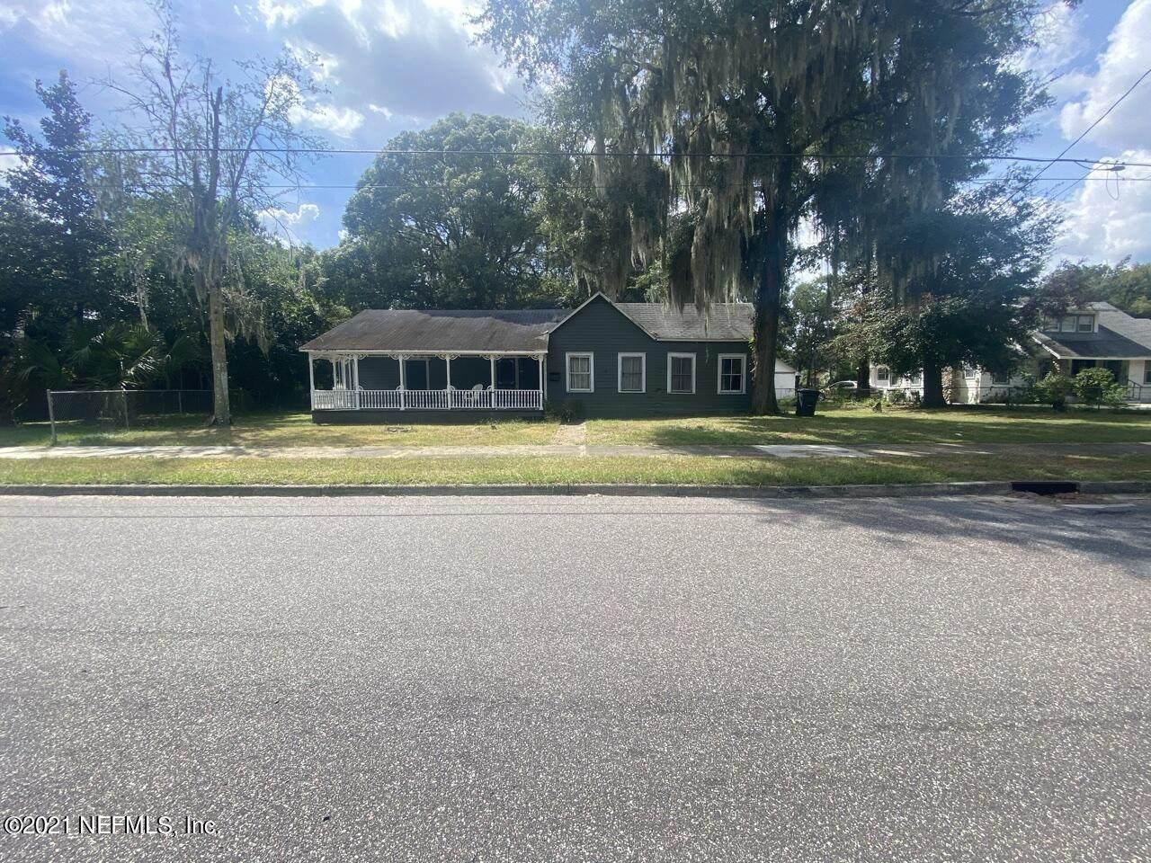 528 Lawton Ave - Photo 1