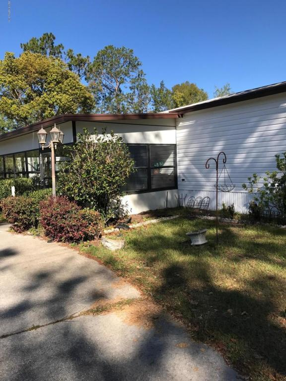 540 Pine St, Welaka, FL 32193 (MLS #927742) :: RE/MAX WaterMarke