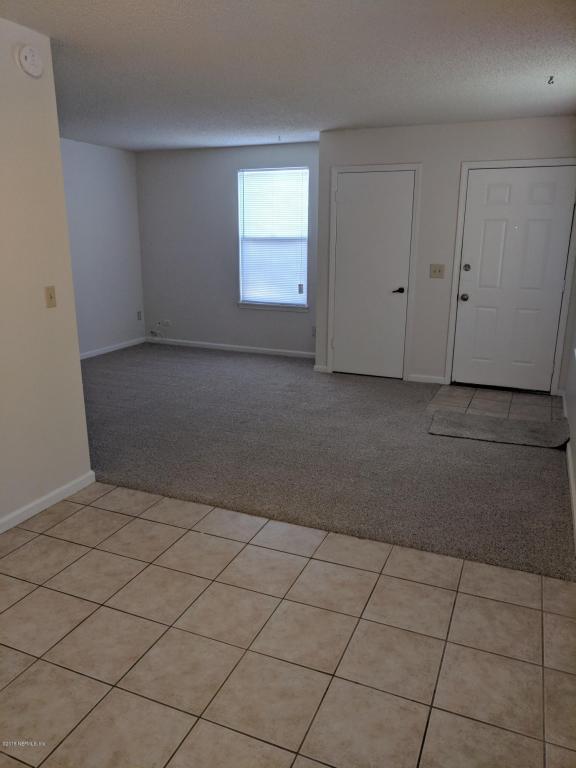 2719 Hidden Village Dr, Jacksonville, FL 32216 (MLS #939505) :: The Hanley Home Team