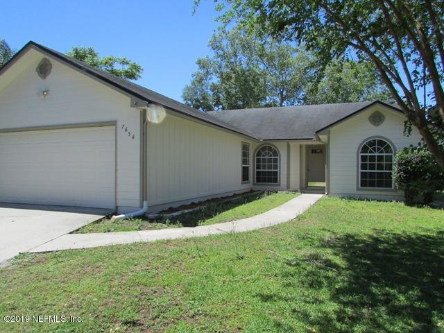 7658 Pimmit Hills Dr, Jacksonville, FL 32244 (MLS #991371) :: The Hanley Home Team