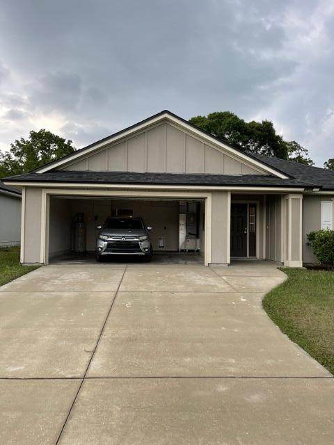 5477 Village Pond Ct, Jacksonville, FL 32222 (MLS #1107766) :: The Hanley Home Team