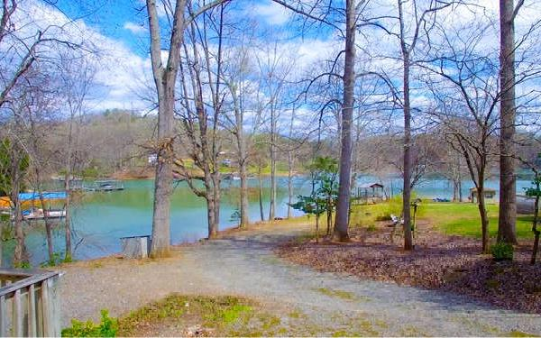 729 E Lakeview Dr, Hayesville, NC 28904 (MLS #286967) :: RE/MAX Town & Country
