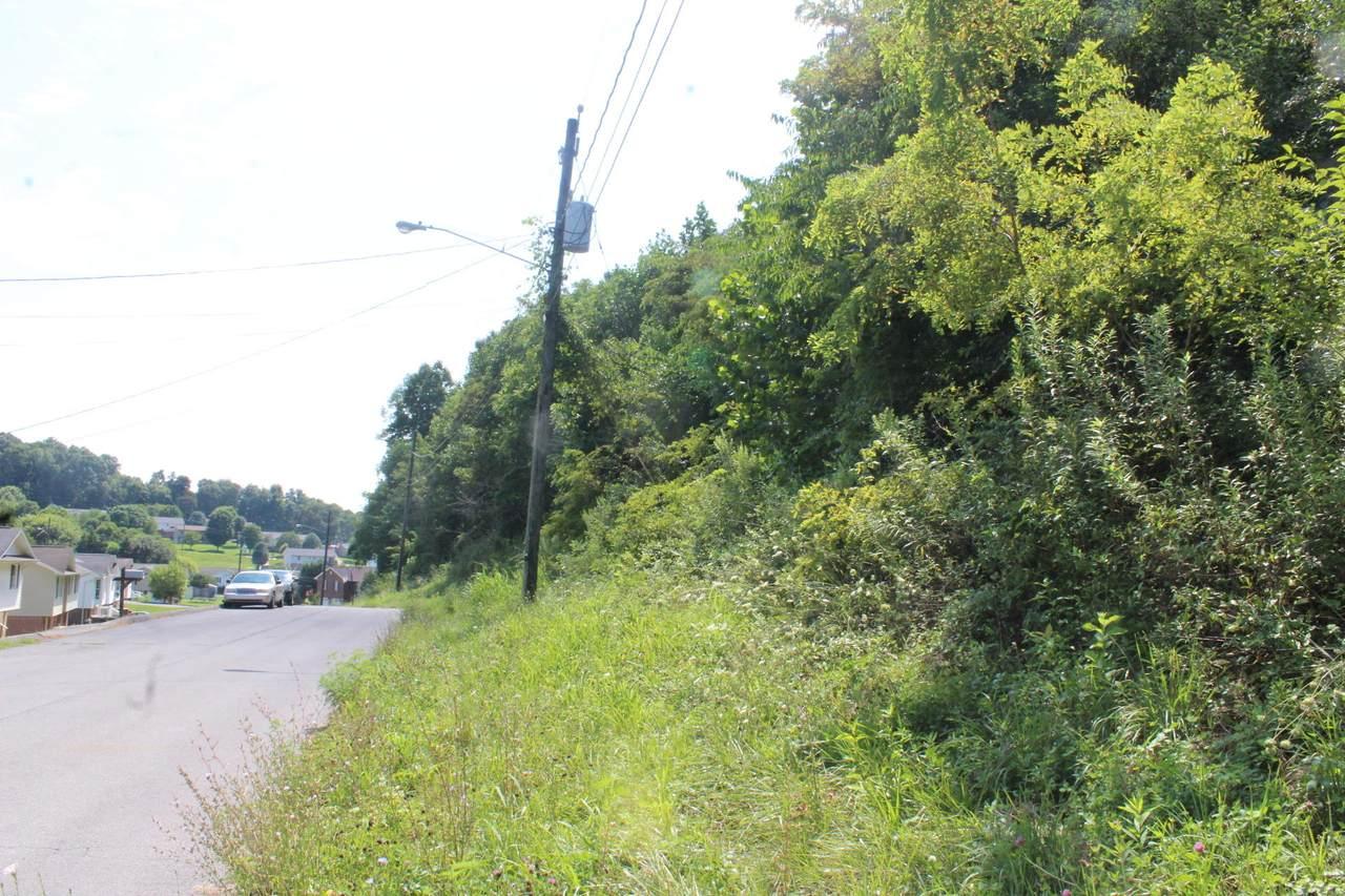 425 Creekside Drive - Photo 1