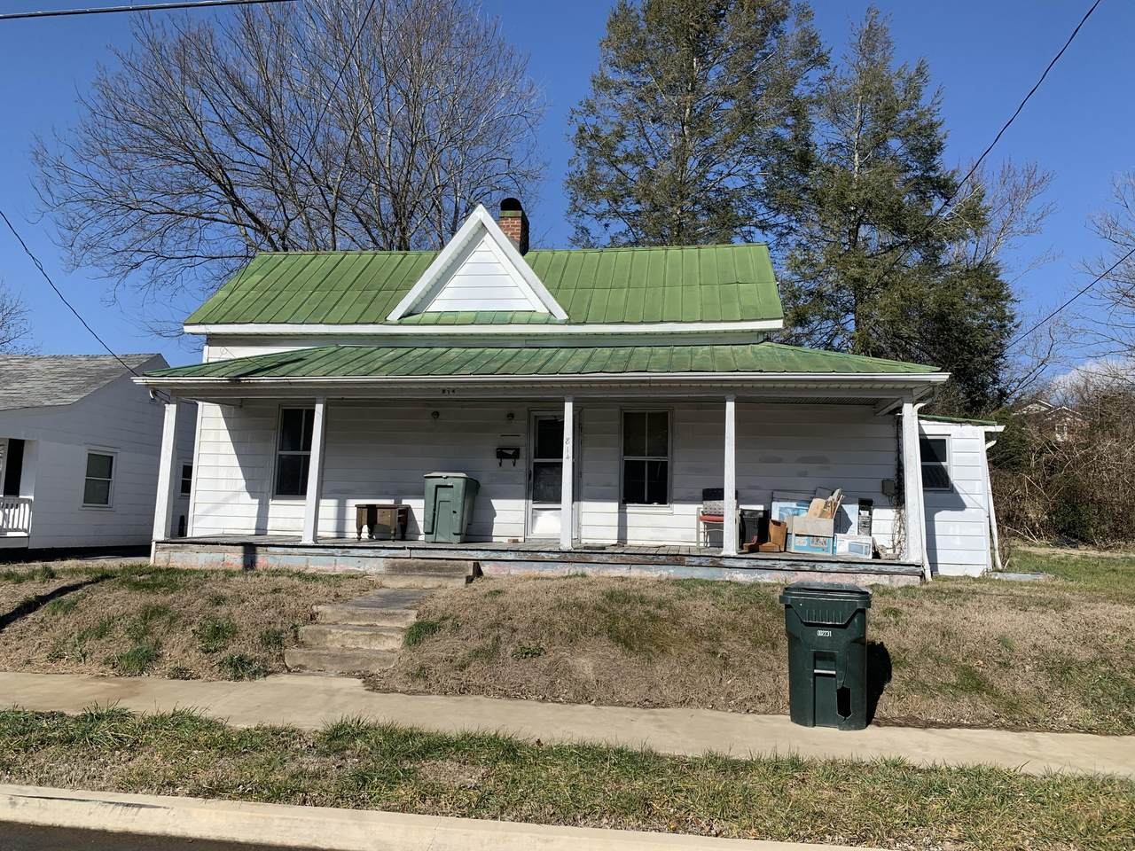 814 Carson Street - Photo 1