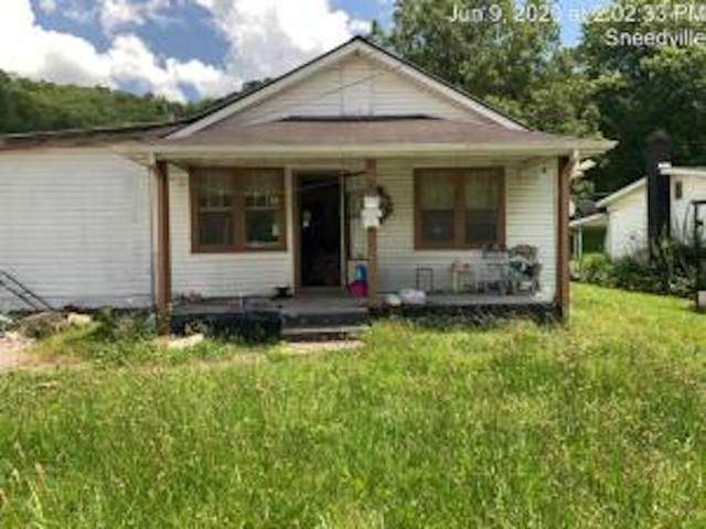 1692 Main Street, Sneedville, TN 37869 (MLS #9910943) :: Tim Stout Group Tri-Cities