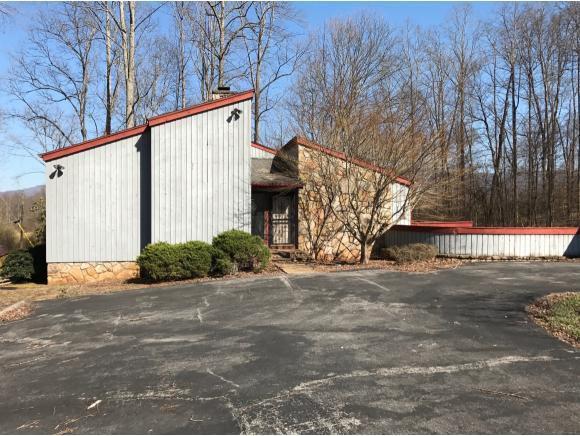 469 Ridge Place, Big Stone Gap, VA 24219 (MLS #389675) :: Highlands Realty, Inc.