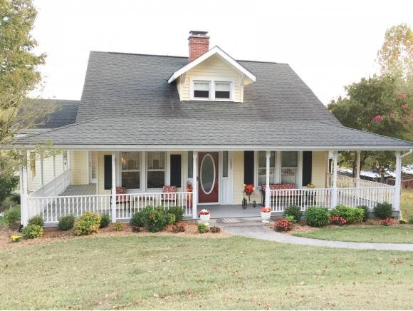 305 River Bend Road, Greeneville, TN 37743 (MLS #397633) :: Highlands Realty, Inc.