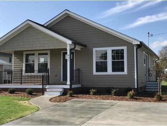 811 North Roan Street, Elizabethton, TN 37643 (MLS #399652) :: Highlands Realty, Inc.
