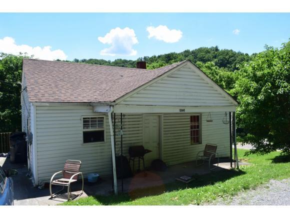 1260 Old Bristol Hwy, Elizabethton, TN 37643 (MLS #401592) :: Highlands Realty, Inc.