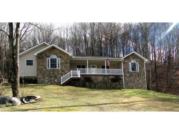 123 Toms Creek, Roan Mountain, TN 37687 (MLS #402373) :: Highlands Realty, Inc.