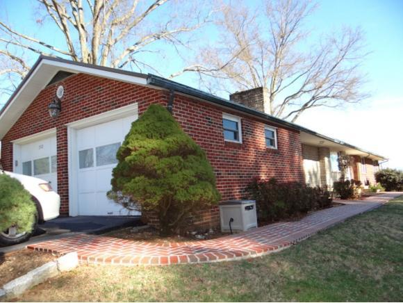 302 Old Eleven Drive, Abingdon, VA 24210 (MLS #402793) :: Highlands Realty, Inc.