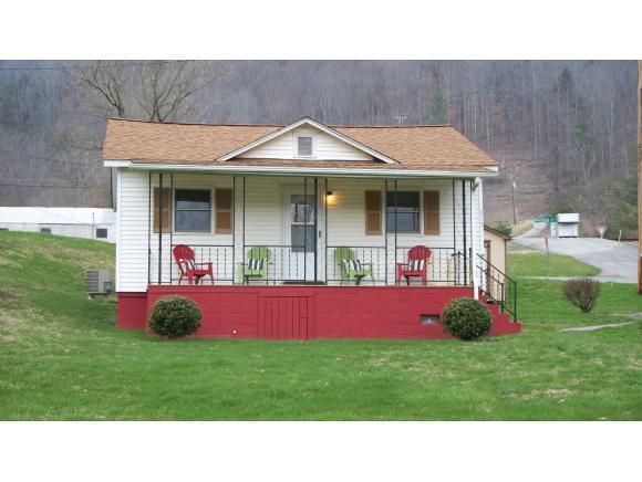 517 4th St. N. W, Big Stone Gap, VA 24219 (MLS #403613) :: Highlands Realty, Inc.