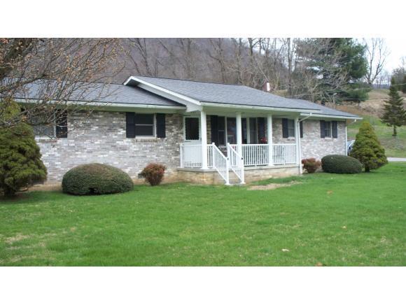 401 2nd Avenue W, Big Stone Gap, VA 24219 (MLS #403616) :: Highlands Realty, Inc.