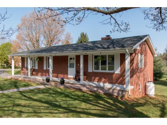 34 Claremont Circle, Bristol, VA 24201 (MLS #405053) :: Highlands Realty, Inc.