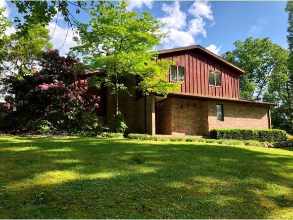 1512 Holton Avenue East, Big Stone Gap, VA 24219 (MLS #407181) :: Highlands Realty, Inc.