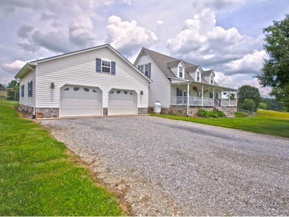 5572 Rolling Hills Drive, Kingsport, TN 37660 (MLS #411340) :: Highlands Realty, Inc.