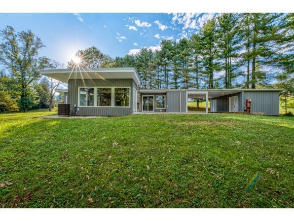 300 Fieldcrest Rd, Bristol, TN 37620 (MLS #413723) :: Highlands Realty, Inc.