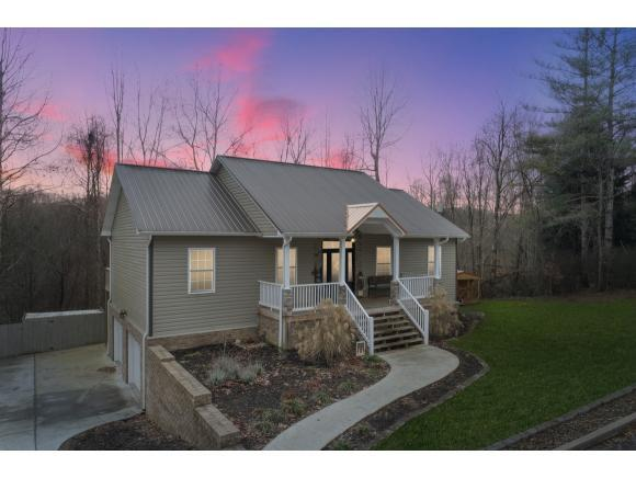 1306 Oakwood Circle, Big Stone Gap, VA 24219 (MLS #415852) :: Highlands Realty, Inc.