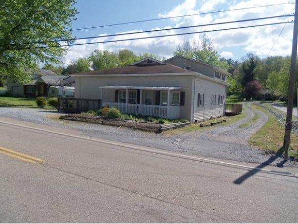 4104 Unicoi Drive, Unicoi, TN 37692 (MLS #415966) :: Griffin Home Group