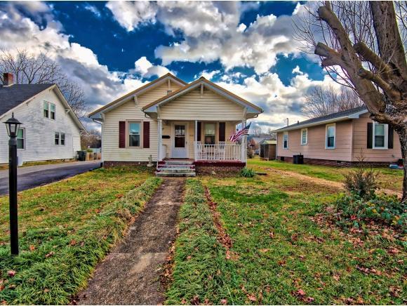 1910 Lawrence Avenue, Bristol, VA 24201 (MLS #416369) :: Griffin Home Group